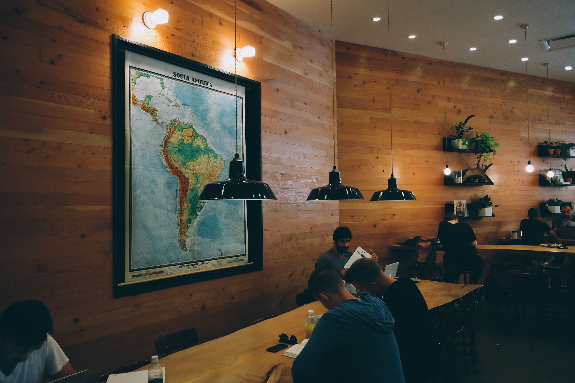 A Guide to Setting Up and Using Online Reservations for Your Restaurant